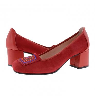 https://cache.paulaalonso.es/11546-112401-thickbox_default/zapatos-piel-ante-rojo-con-tachas-de-colores.jpg