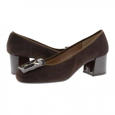 https://cache.paulaalonso.es/11558-112353-thickbox/zapatos-piel-ante-marron-y-chapon-metalico.jpg