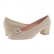 Zapatos piel lisa beige y chapón metálico