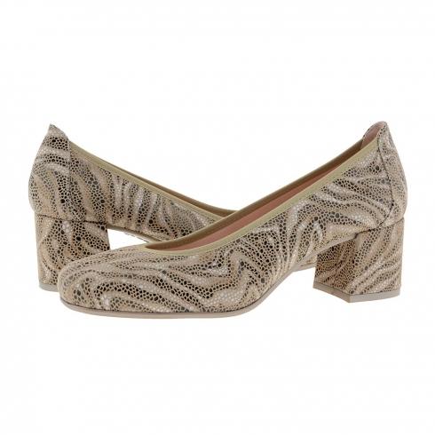 https://cache1.paulaalonso.es/11945-115185-thickbox/zapatos-salon-piel-imitacion-serpiente-beige.jpg